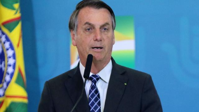 Bolsonaro muda de opinião sobre CoronaVac, e Maia cutuca