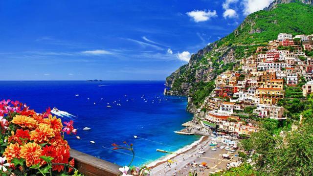 Costiera Amalfitana, 7 località da visitare: ci sono anche Positano e Vietri sul mare