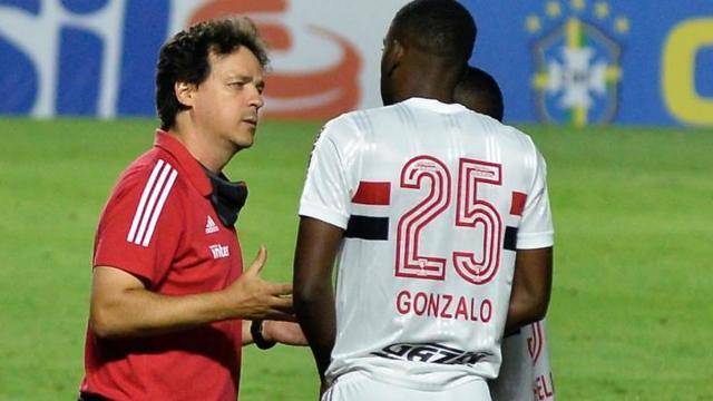 Apesar da goleada, São Paulo decide manter Fernando Diniz no cargo