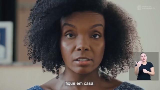 Ex-BBB Thelma Assis perde ação contra Eduardo Bolsonaro