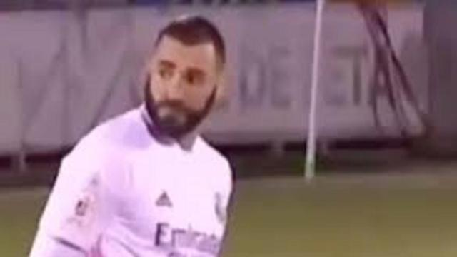 Karim Benzema, ahuri en voyant Isco et Marcelo blaguer en plein match