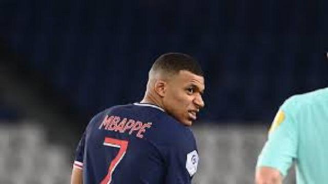 PSG - Monaco : le geste de Mbappé qui fait beaucoup parler