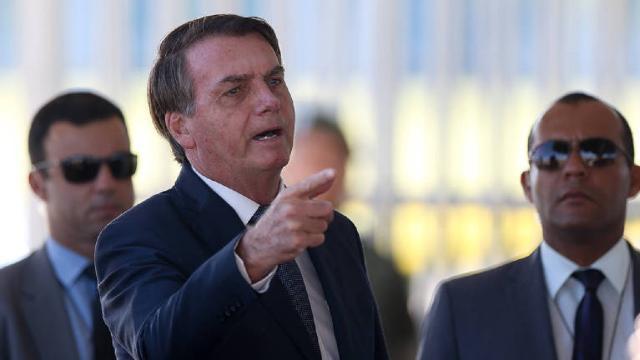 Bolsonaro diz que política da Petrobras atende aos interesses de 'alguns grupos'