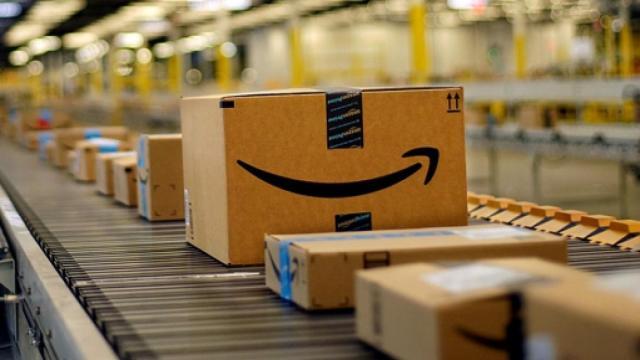 Amazon apre selezioni per addetti magazzino: titolo di studio non richiesto