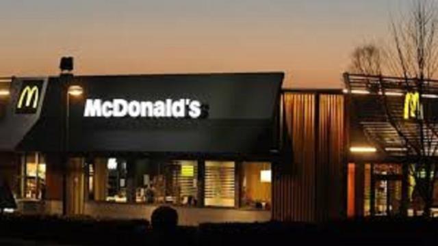 Un enfant fait un scandale dans un McDonald's