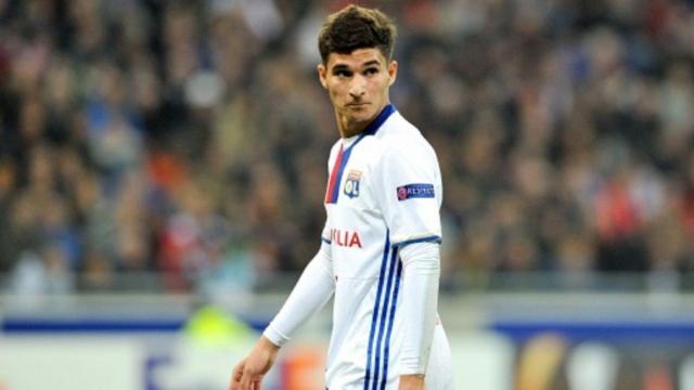 Calciomercato Juventus, piace Aouar: Douglas Costa e De Sciglio possibili contropartite