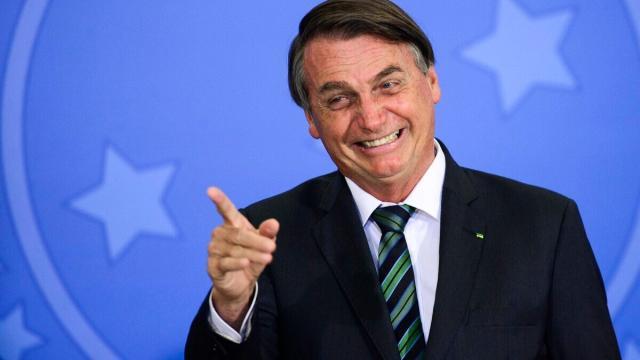 Com mais de 1500 mortes diárias, Bolsonaro ainda subestima medidas preventivas