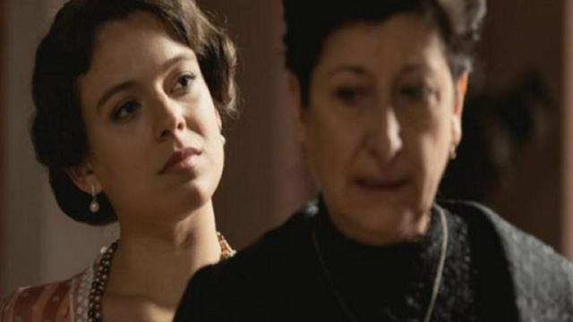 Una Vita, spoiler spagna: Genoveva licenzia Ursula, lei le punta un coltello contro