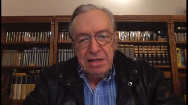 Olavo de Carvalho afirma estar com pneumonia, e filha diz duvidar