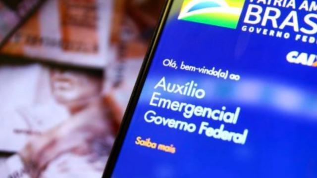 Presidente da Câmara confirma retorno do auxílio emergencial