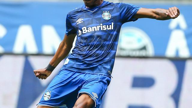 Grêmio sonda jogadores do Vasco e busca informações sobre Gabriel Neves