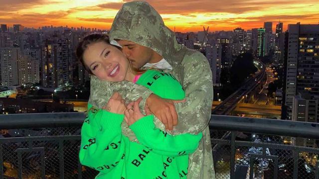 Zé Felipe é surpreendido com par de alianças de R$ 30 mil que ganhou da noiva