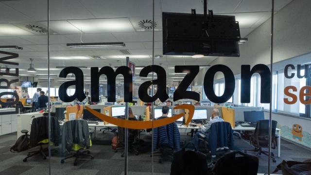 Lavoro, Amazon assume: si ricercano magazzinieri e lavoratori da casa