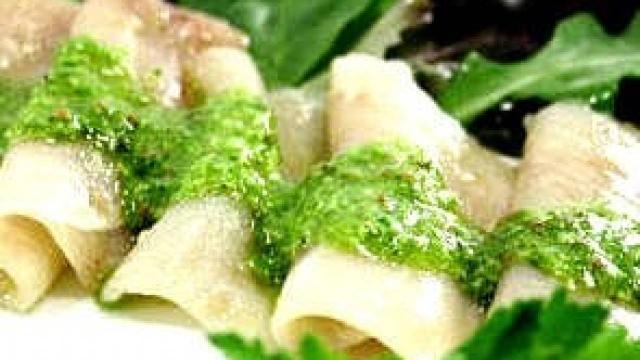 Ricetta, carpaccio di pesce spada in salsa verde: un piatto semplice e gustoso