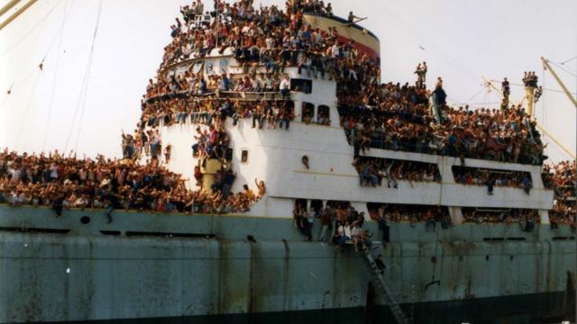 Trent'anni fa il primo esodo dall'Albania, in Puglia un'accoglienza senza precedenti