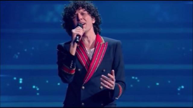 Sanremo: Ermal Meta vince la serata dei duetti ed è in testa alla classifica provvisoria