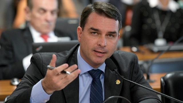 Defesa de Flávio Bolsonaro pede que STJ retome processo sobre atuação do Coaf