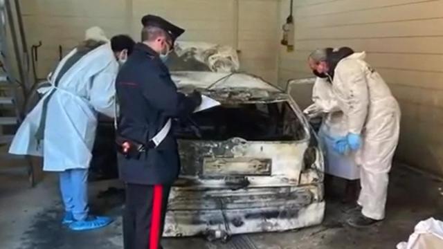 Ferrara: i cugini trovati carbonizzati in auto sarebbero stati uccisi con un fucile