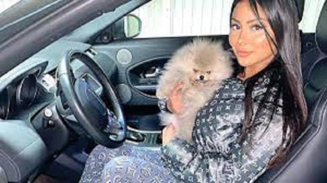 Les internautes accusent Maeva Ghennam de maltraiter son chien