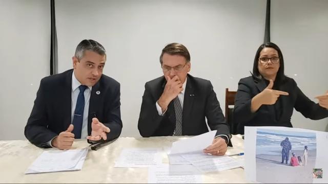 Bolsonaro decide abandonar a cloroquina e aposta em novo medicamento contra a Covid-19