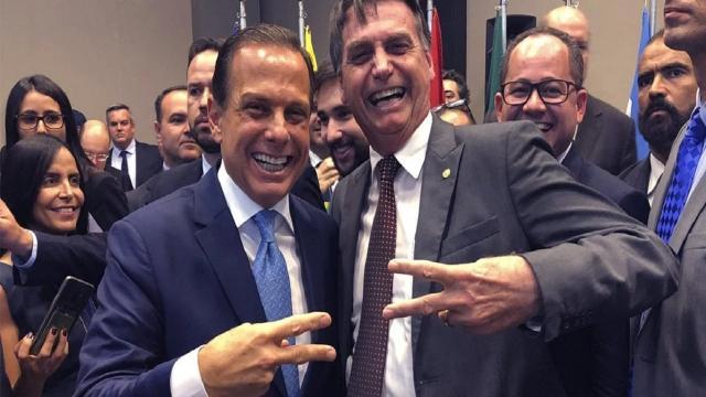 Bolsonaro volta a atacar Doria, mas governador de SP responde