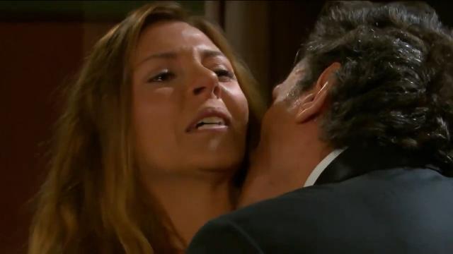 'Triunfo do Amor': Guilherme embebeda Leandra e a beija à força