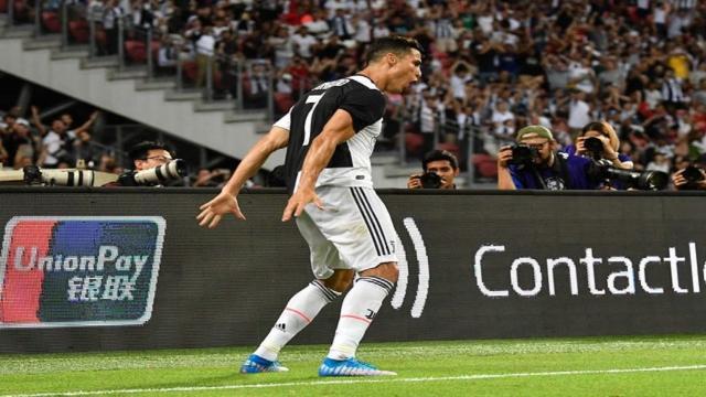 Juve, Cristiano Ronaldo avrebbe lanciato la maglietta per donarla a un raccattapalle