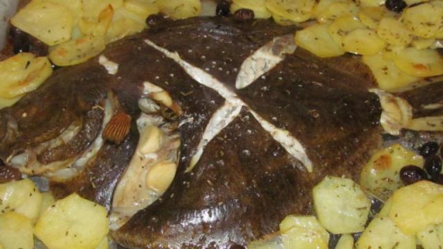 Rombo al forno con patate: un secondo piatto molto gustoso
