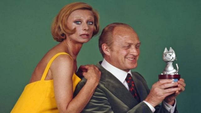 5 curiosità su Raimondo Vianello: Il 28 maggio 1962 sposa Sandra Mondaini