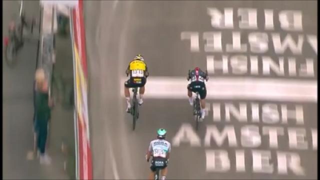 Guizzo di van Aert sul traguardo, sua la Amstel Gold Race