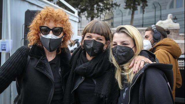 Bauli in piazza: a Roma, protesta dei lavoratori dello spettacolo, lasciati al buio