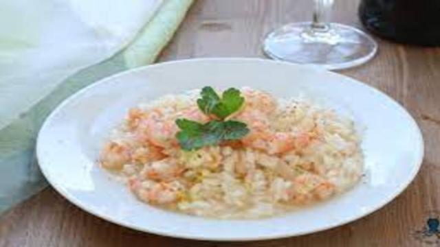 Risotto limone e gamberetti: il sapore di mare in tavola