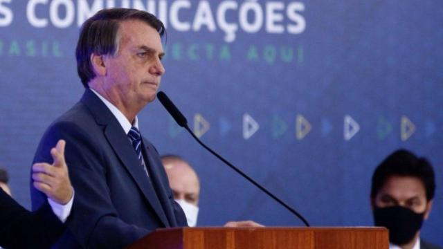 Bolsonaro insinua que coronavírus pode ter sido criado na China