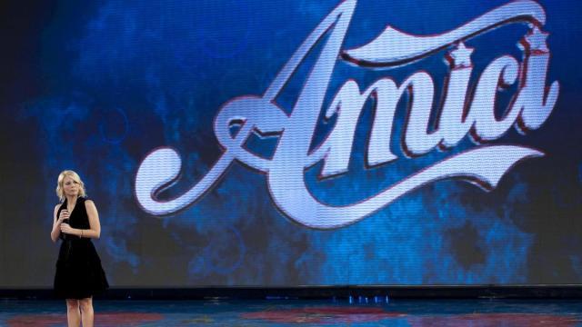 Spoiler semifinale Amici: tra i finalisti il cantante Sangiovanni