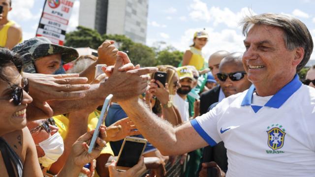Mesmo com pandemia descontrolada e CPI, Bolsonaro participará de manifestações
