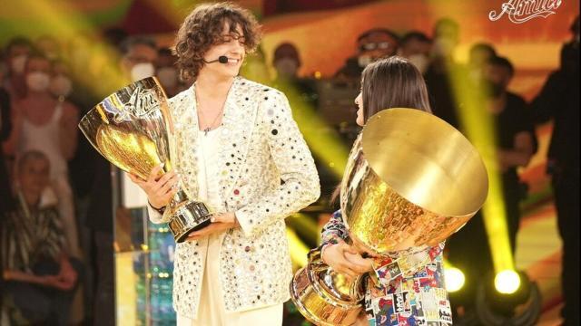 Amici: Sangiovanni sebbene non abbia vinto la finale, ha ricevuto moltissimi premi