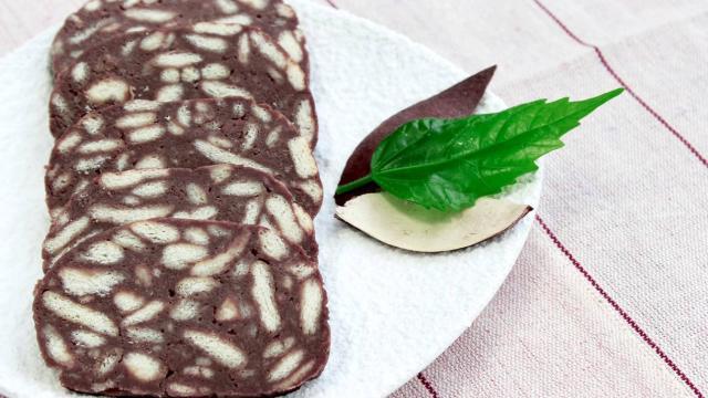 Salame al cioccolato, la ricetta senza latte e uova