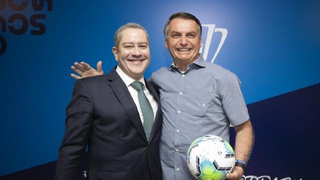 Bolsonaro estaria pressionando por troca do técnico da seleção brasileira, diz jornal