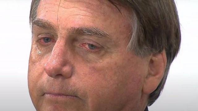 Bolsonaro participa de culto religioso, se emociona e questiona mortes na pandemia