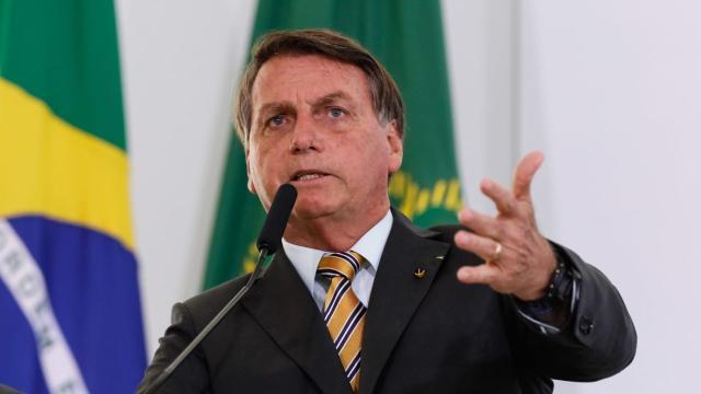 Bolsonaro conversa com Queiroga sobre o fim da obrigatoriedade de máscara