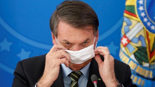Jair Bolsonaro pretende liberar parte da população no Brasil de usar máscaras