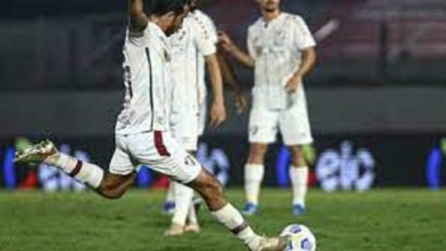 Le magnifique but de Nenê, au bon souvenir des fans du PSG