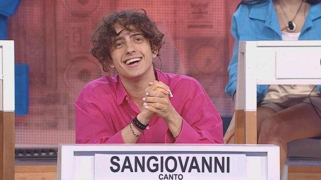 Sangiovanni offeso per il colore del suo abbigliamento, lui:'C'è troppa chiusura mentale'