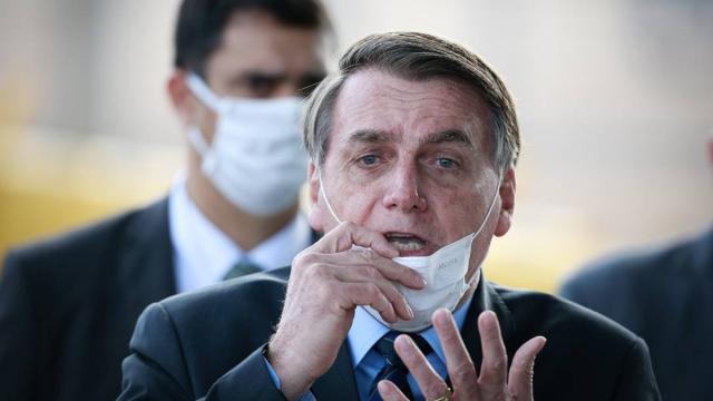 Bolsonaro defende a liberdade de escolha da população em tomar ou não a vacina