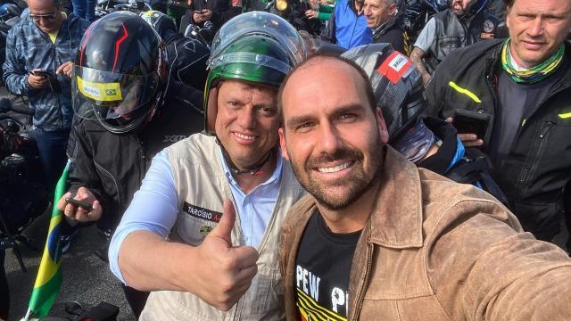Eduardo Bolsonaro faz 'vaquinha' online após ser multado por Doria em motociata