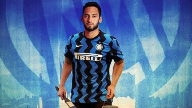 Hakan Calhanoglu è dell'Inter: 'Voglio vincere lo scudetto'