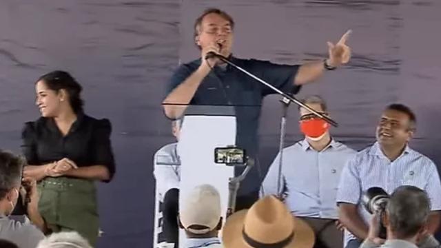 Bolsonaro volta a defender porte de arma para 'o cidadão de bem'