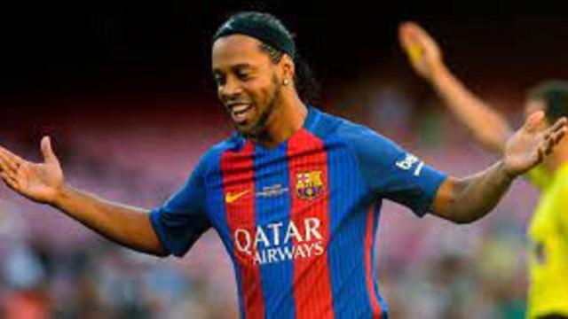 Ronaldinho fait le spectacle lors du Clasico des légendes
