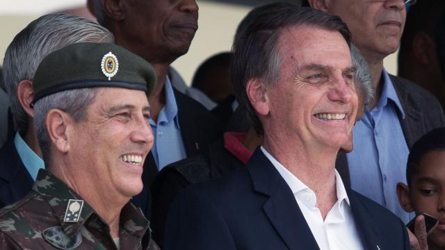 Ministro da Defesa mostra alinhamento com Bolsonaro ao defender voto impresso
