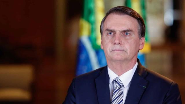 Bolsonaro se mostra preocupado ao falar sobre o apoio dos brasileiros